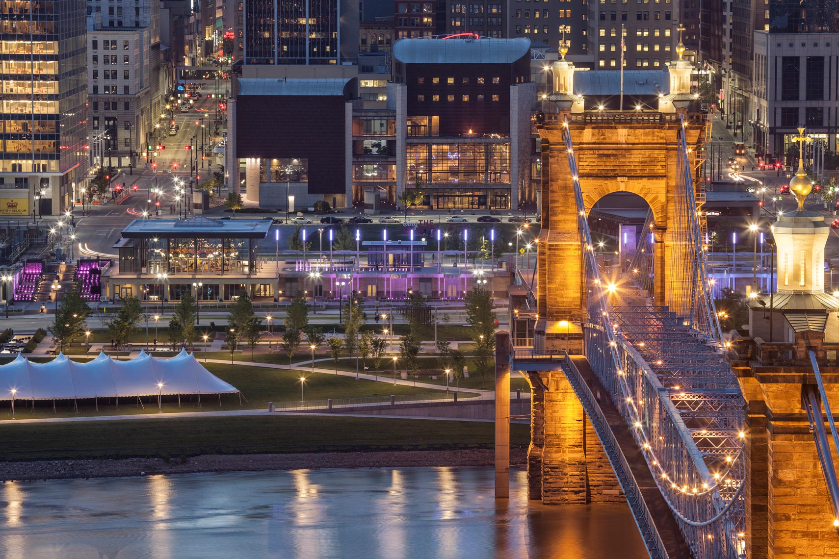Cincinnati_Cityscape_Roebling_Night_1